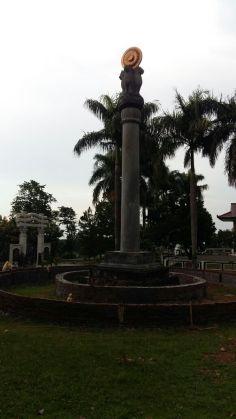 Tugu di Vihara Watugong